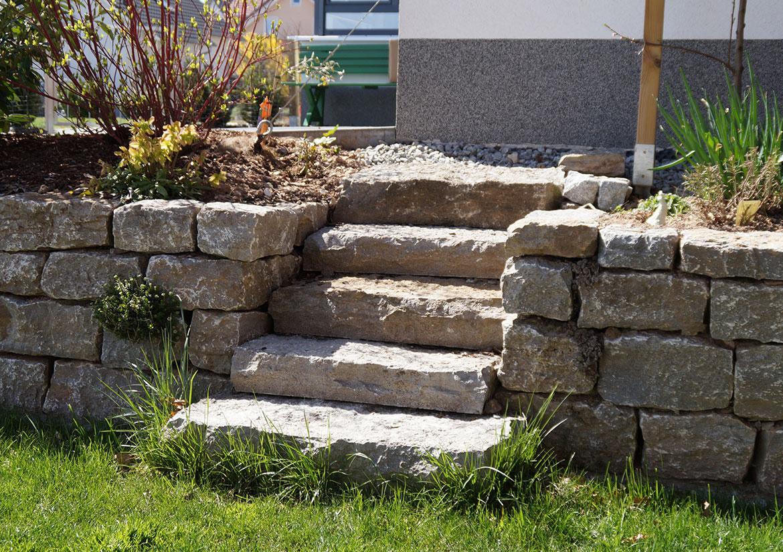 Beste von treppe mauern haus design ideen for Gartengestaltung treppe